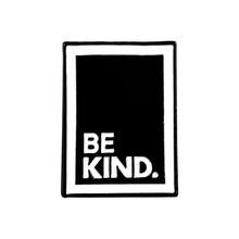 Цитата эмалированные булавки на заказ простые черно-белые броши на лацкане булавка для рубашки сумка быть добрыми хороший человек значок ю...(China)