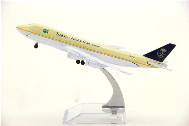 plane model Boeing 747-200 Saudi aviation aircraft B747 16cm simulation airplane model for kids toys Christmas gift(China (Mainland))
