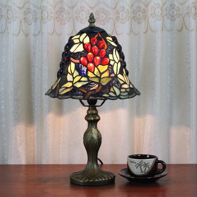 Free Shipping Artistic Glass Grape Desk Lamp Vintage Simple Table Lamp Tiffany European Bedroom Bedside Light Dia20cm 110-220V(China (Mainland))