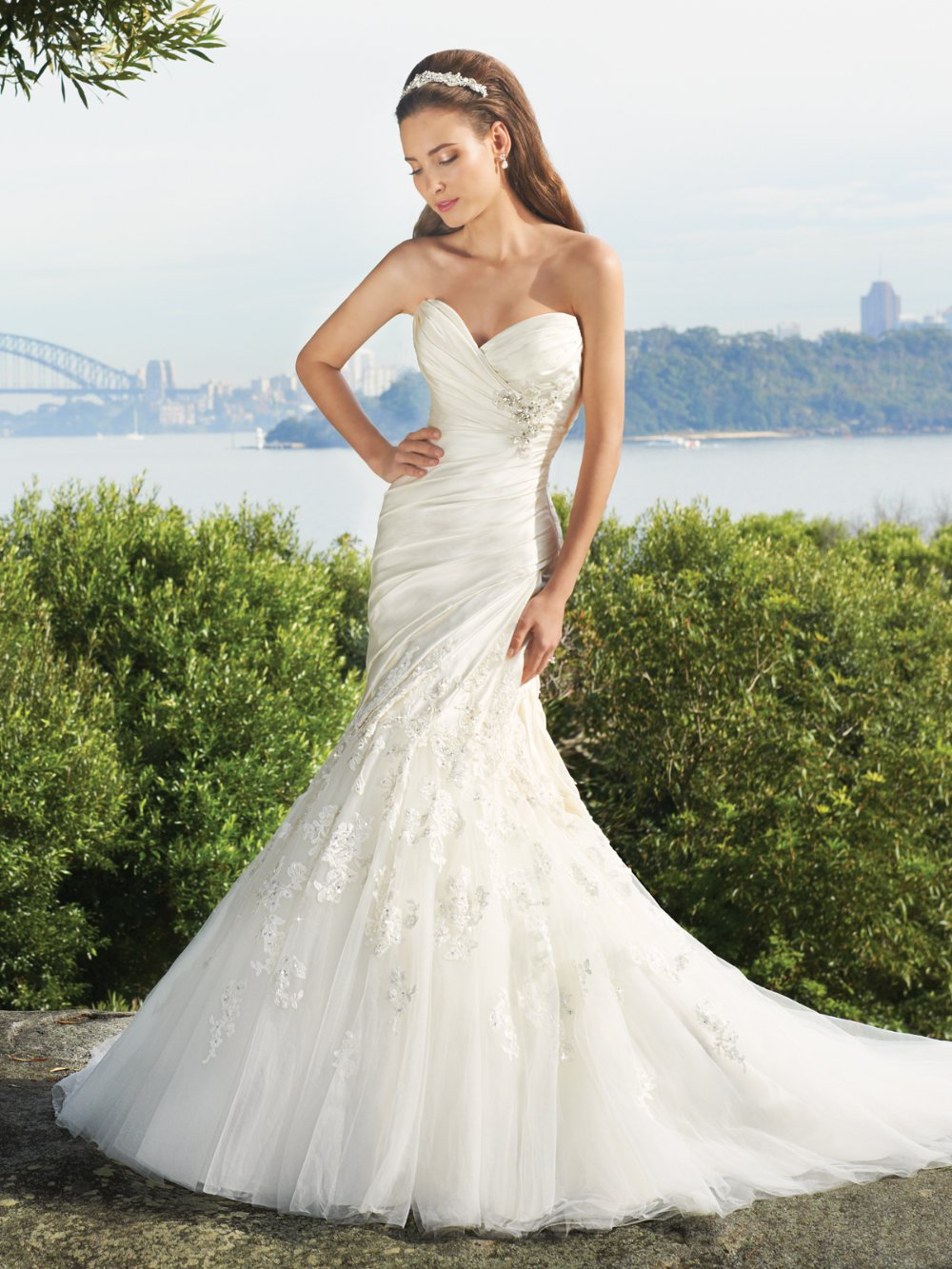 Elegance mermaid gown with a feminine sweetheart neckline for Satin sweetheart mermaid wedding dress