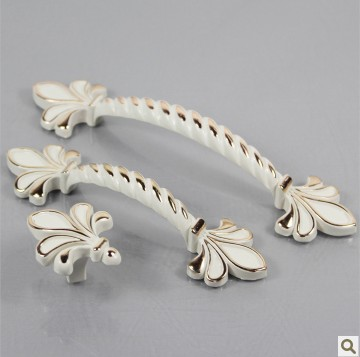 Free Shipping Ivory Zinc alloy furniture handle and knob househood 64mm pull handle 596(China (Mainland))