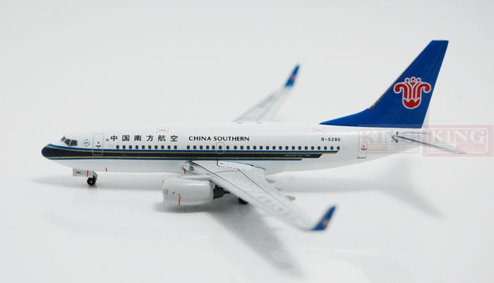 Фотография A13122 Apollo China Southern Airlines B-5285 1:400 B737-700/w commercial jetliners plane model hobby