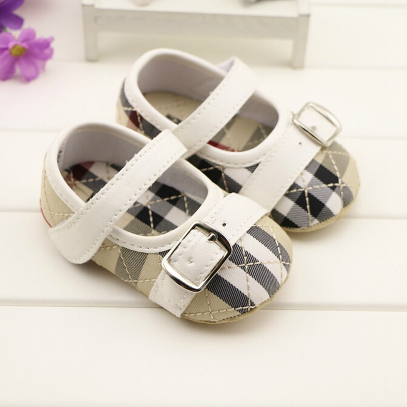 Cute Fashion Buckle Strap Mixed Colors New Design Baby Girl Summer sandals Non-Slip Prewalker Baby Soft Shoes For Girl Bebe(China (Mainland))