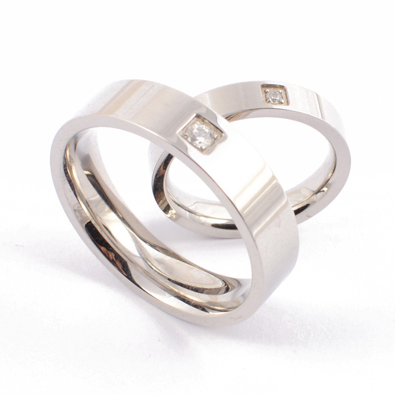 New 2015 Silver Plated Titanium Steel Wedding Bands Couple Simple Circle Rings Promise Wedding Engagement Crystal Ring Set(China (Mainland))