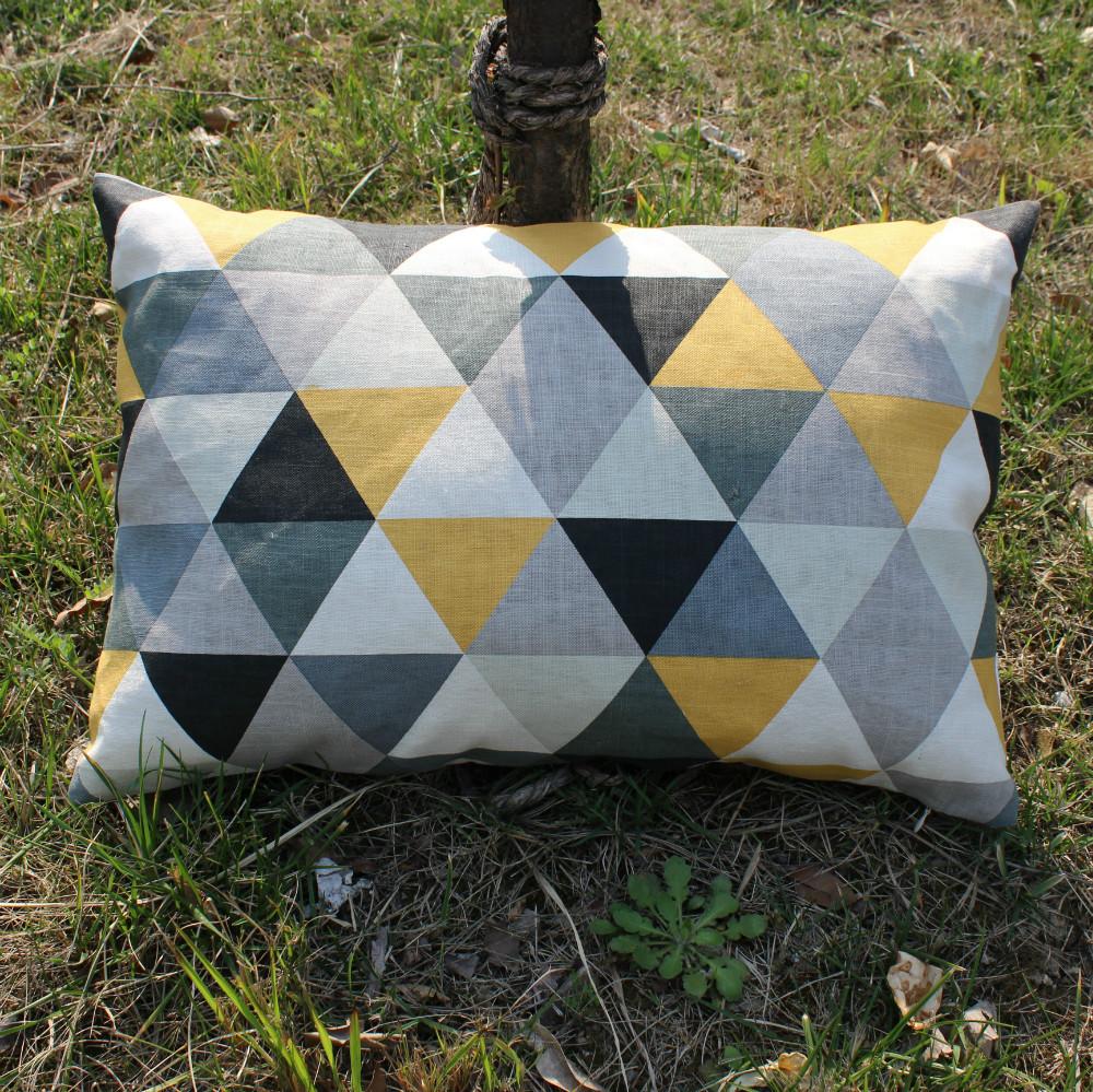 Vezo accueil new imprim jaune g om trique linge coussins for Maison du monde coussin de chaise