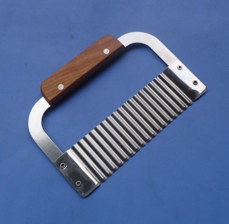 Wooden Handle Corrugated Ripple Wave Knife French Fries Knife Pastry Handmade Soap Cutting Device Potato Cutter Cake tool 04056(China (Mainland))
