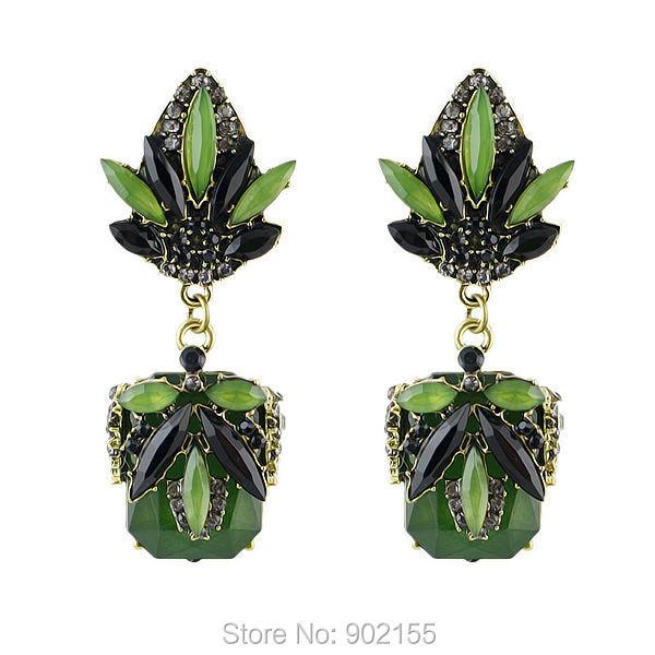 Серьги зеленые с имитацией камней растительный рисунок . фото