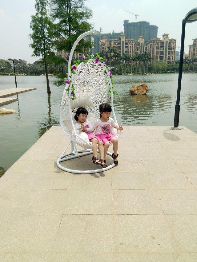 Hot style outdoor garden swing hanging chair rattan princess basket rocking indoor hammock balcony(China (Mainland))