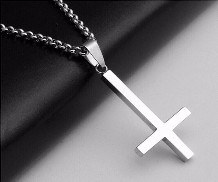 Bijoux croix satanique