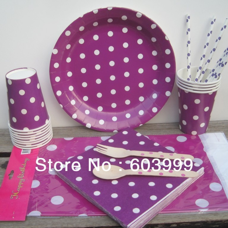 christmas setting tables with paper plates