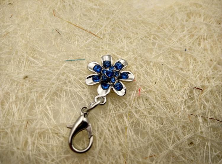 Free Shipping 10pcs/lot Swarovski Crystal Pet ID Tags -Flower Shape- Keychain(China (Mainland))