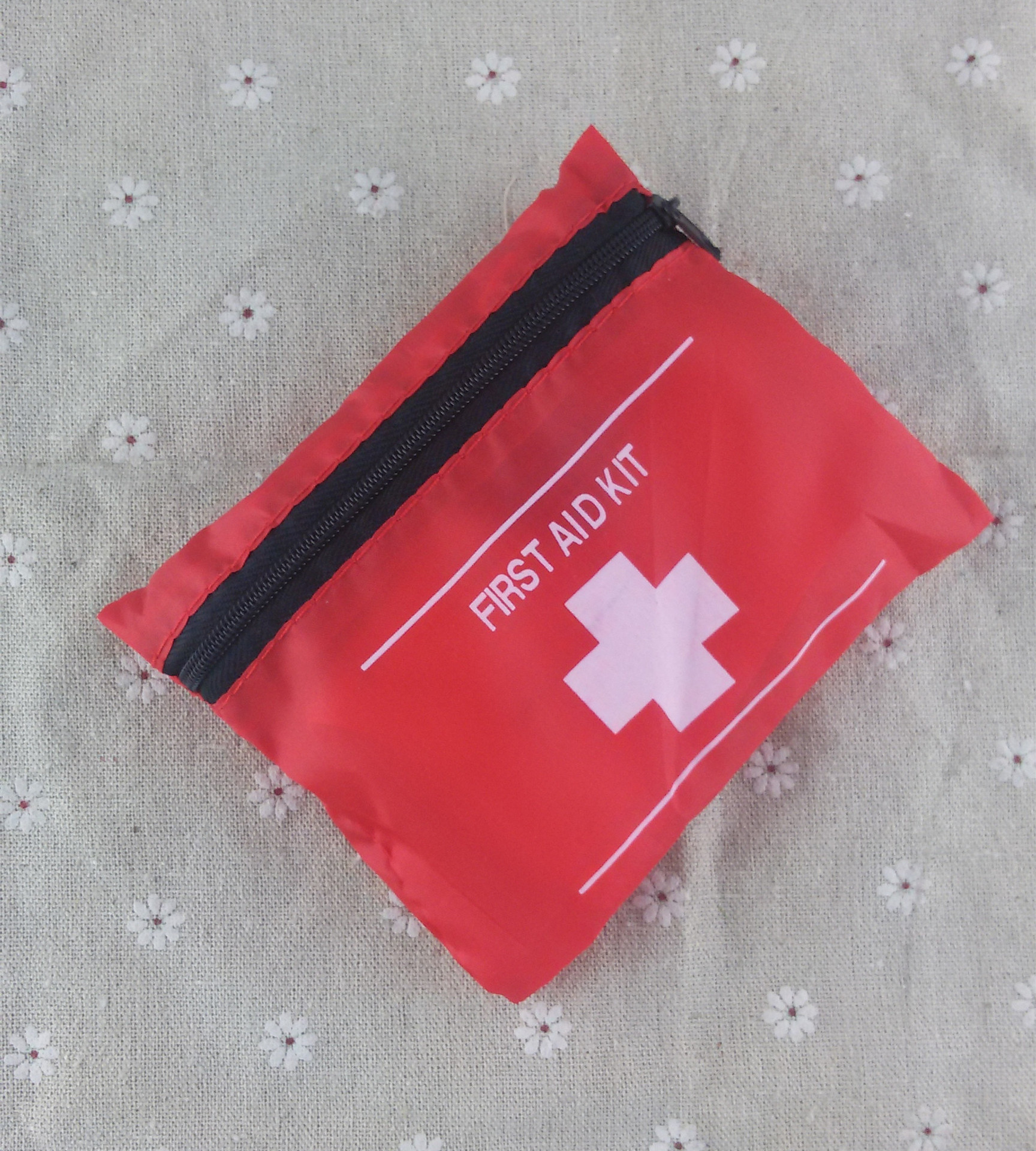 7 in 1 outdoor travel medical package earthquake medicine package family first aid kit 13 * 10.5cm Emergency Kits 5000pcs(China (Mainland))