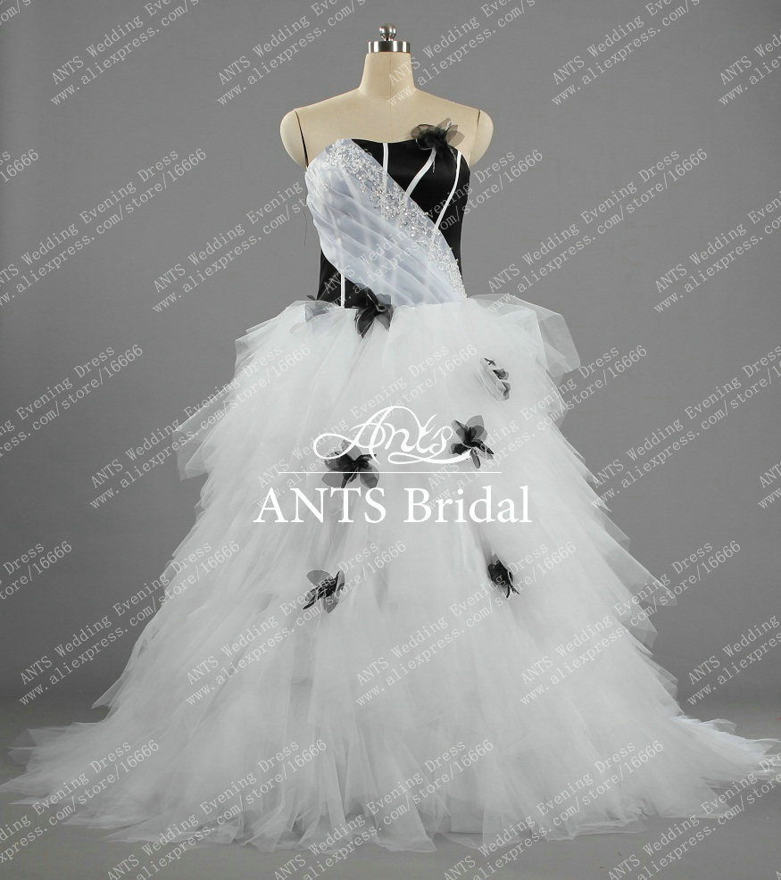 Handmade flower white black tulle wedding dress designer for Black designer wedding dresses