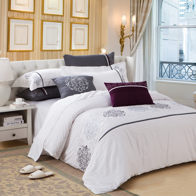 Luxury fashion hotel style embroidery damask print white for Hotel style comforter
