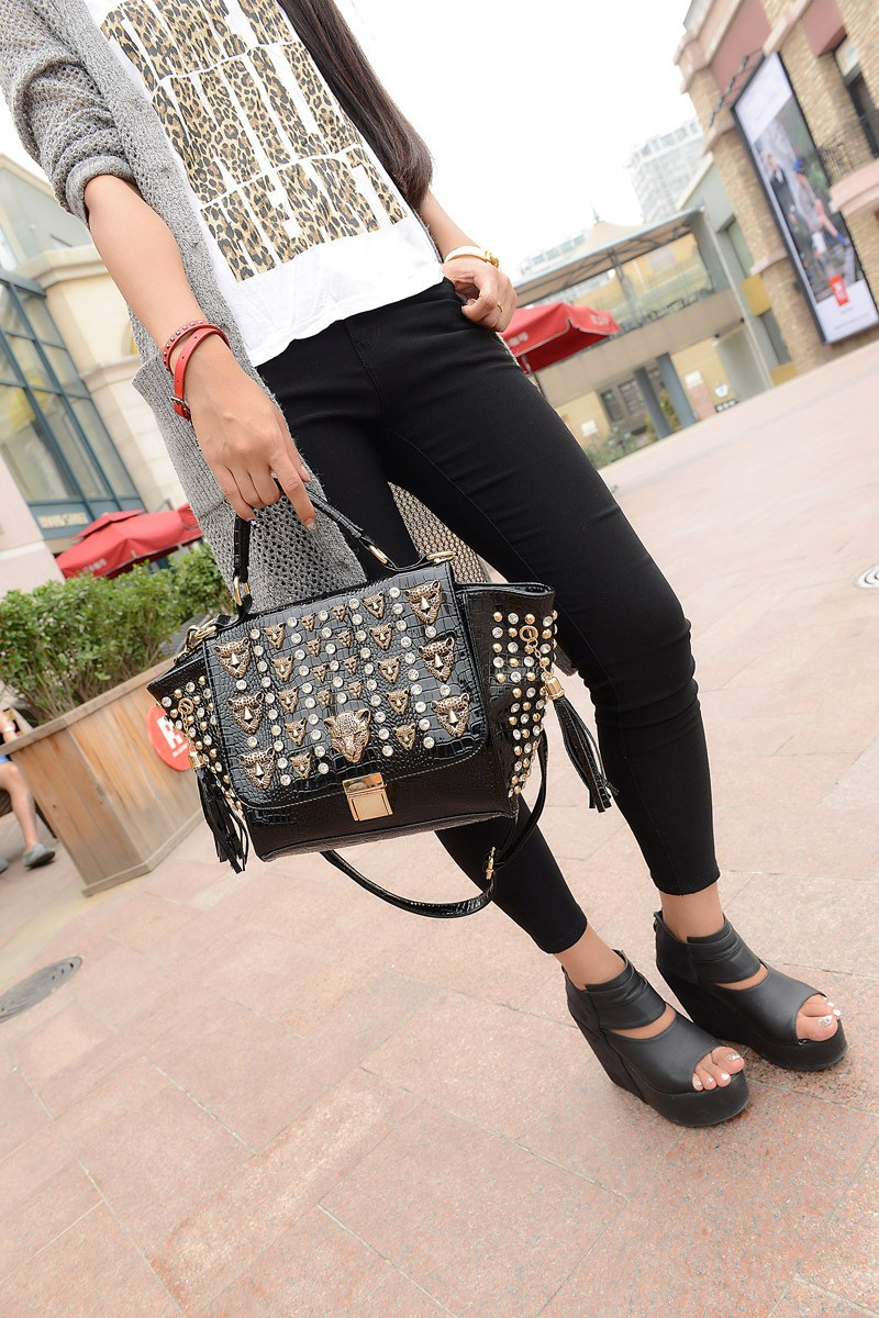 High Quality 2015 Women Smile Face Rivet Skull Messenger Bag Designer