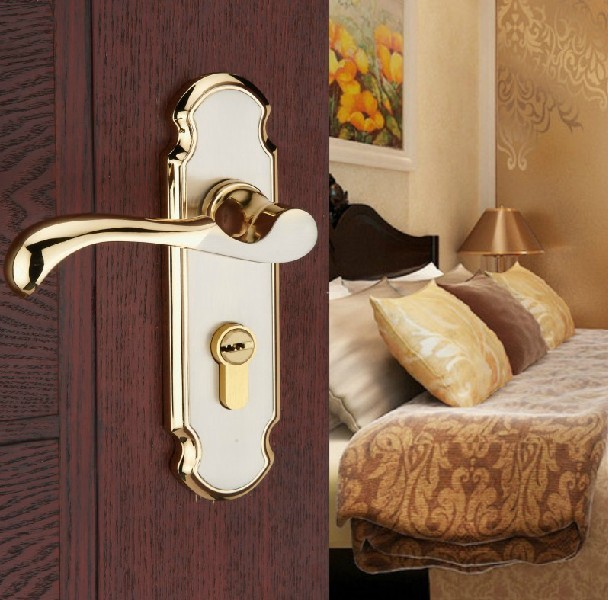 2013 The cost price,gate lock,The bedroom door lock,Hold hand lock,Gold plated,Stainless steel single tonguefree shipping