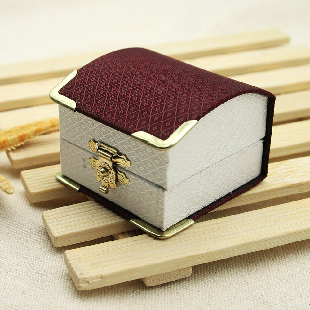 http://g04.a.alicdn.com/kf/HTB18dm2HVXXXXa3XVXXq6xXFXXXU/1Pcs-Jewelry-Carrying-Case-New-Fashion-Beautiful-Ring-Packaging-Box-Nice-Gift-Box-for-Girls-Women.jpg