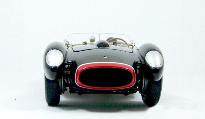 CMC 1:18 250TR Testa Rossa 0714TR 1957 Italy traditional automobile No. 124 stage mannequin of static show mannequin