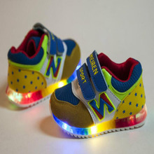 2016 European fashion cute baby casual shoes spring/autumn LED light baby sneakers Cool Lovely little girls boys sneakersshoes(China (Mainland))