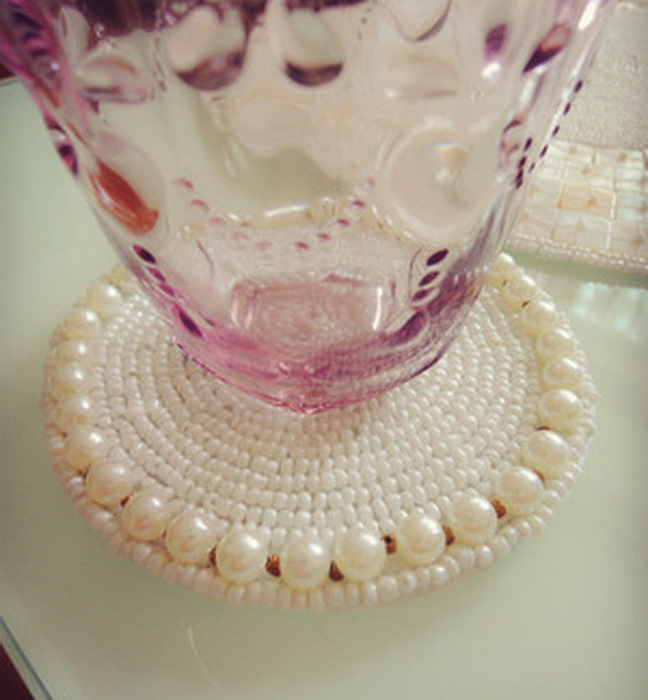 High quality cute japanese pearl round beige placemats beaded cup mat drink coasters posavasos kitchen accessories coffen pad(China (Mainland))
