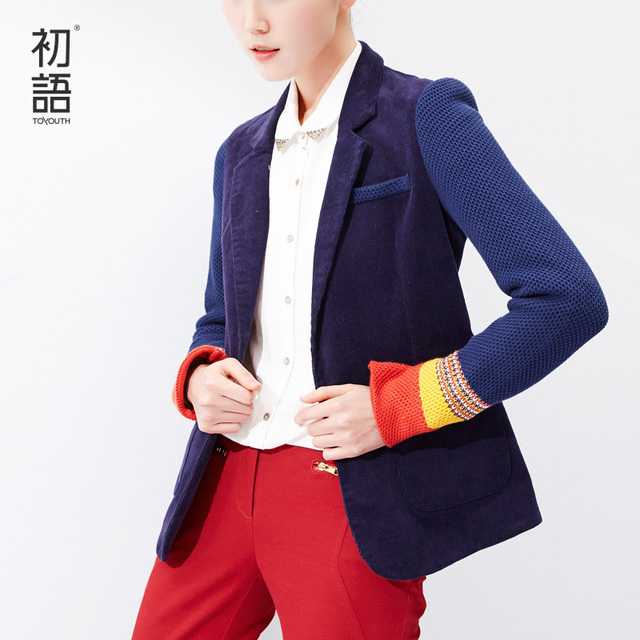 Женский пиджак на одной пуговице с тонкими рукавами и  цветными манжетами