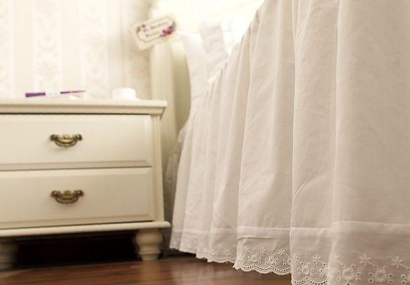 acheter luxe volants jupe de lit couvre lit princesse ensembles de literie reine. Black Bedroom Furniture Sets. Home Design Ideas
