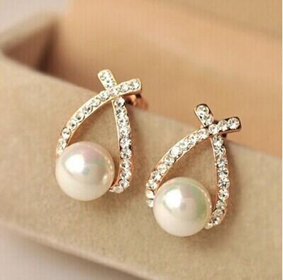 Stud Earrings with Pearls