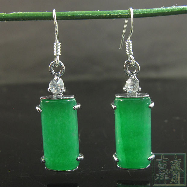 Hot natural green jade earrings Malay, Chinese earring wholesale free shipping. New Product(China (Mainland))