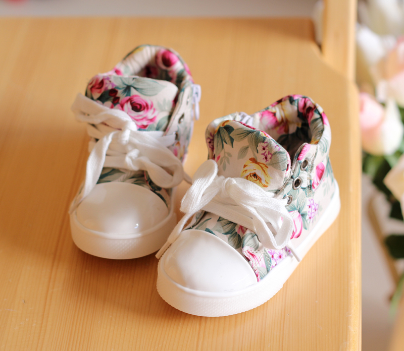 Wholesale 2014 Childrens grils boys babys kids new spring summer lace princess wisby Floral flat font