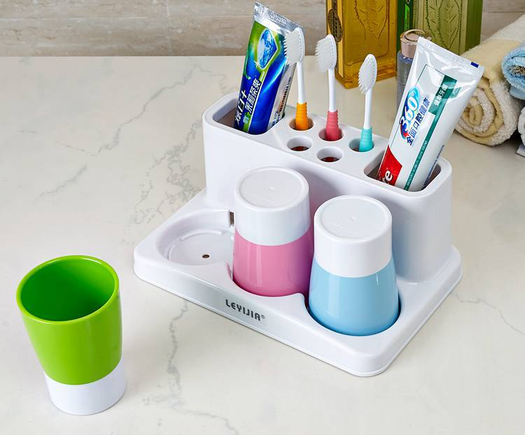 Fashion Simple Ideas A Family Of Three Lovely Toothbrush Rack Suits Gargle Three Cups Of Wash Gargle Suit F1382(China (Mainland))