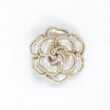 Di lusso di Marca Fiori di Perle Spilli Spille Spilla Fiore Spiedi Gioielli di Stile Per Le Donne(China)