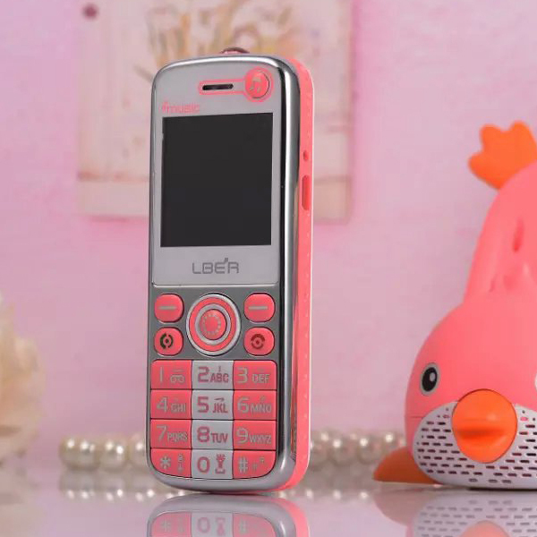 LBER L666 Phone With Dual SIM Card MP3 MP4 FM Single Camera 1.5inch Phone (Charger Can be used as a speaker)(China (Mainland))