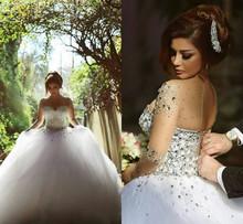 Nádherné svatební šaty s obří sukní a perličkami