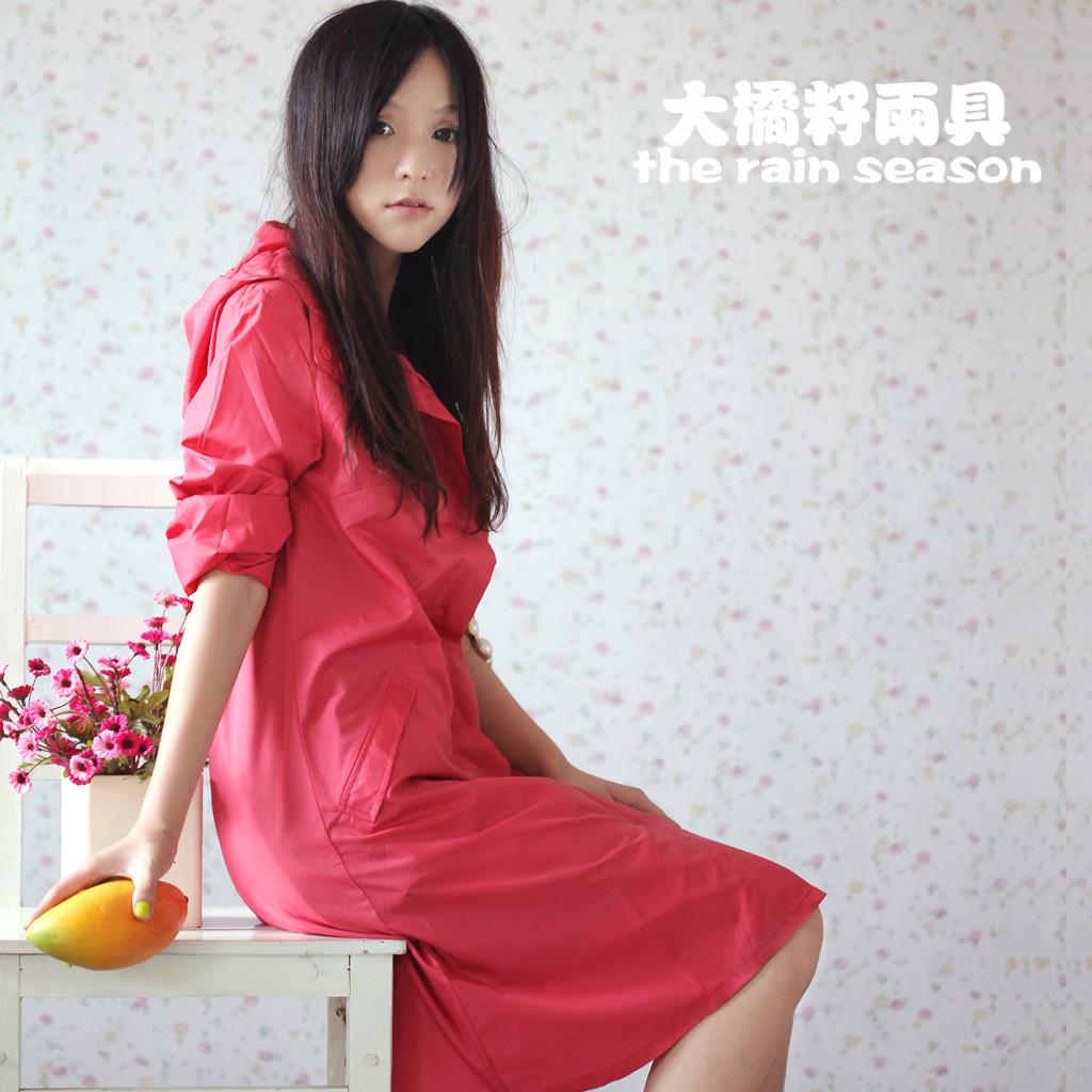 2014 women rain wear thin quick-drying raincoats fashion adult rain coat capa de chuva(China (Mainland))