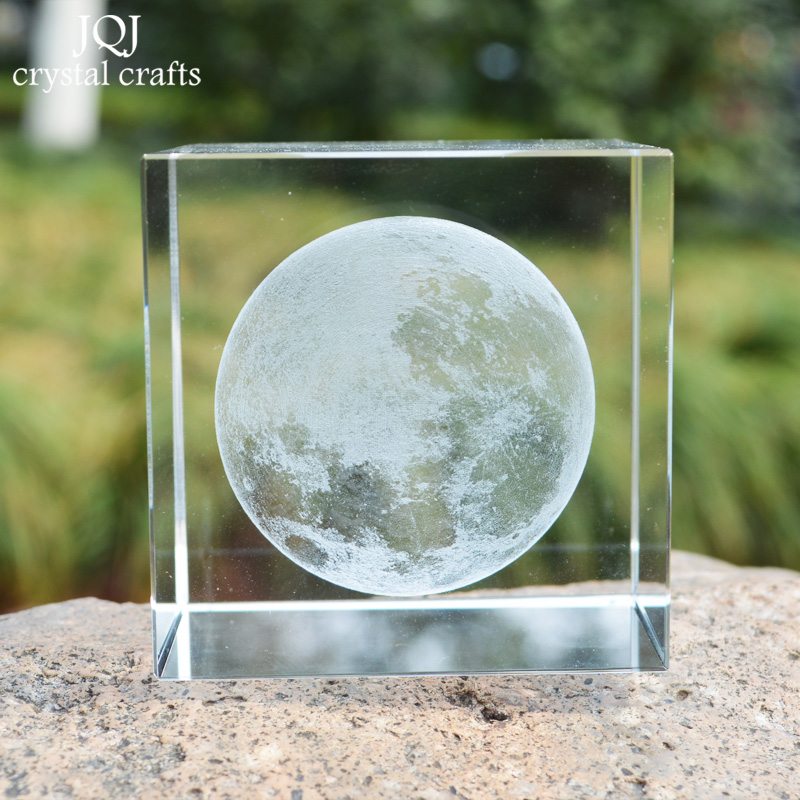 K9 Crystal Cube 3D Laser Engraved Moon Model Paperweight Professional Fengshui Craft Supplies For Home Bar matrimonio Decoration(China (Mainland))