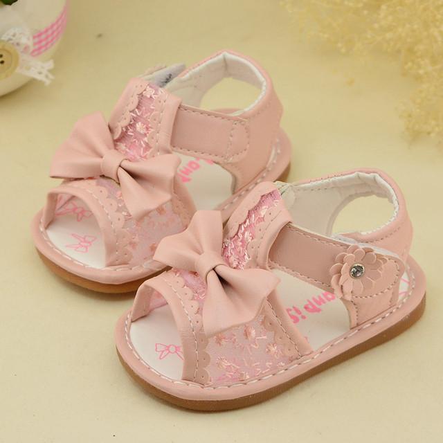 2016 летние девочки обуви детские сандалии обувь для девочек цветы скольжения бежевый обнаженная розовый темно-розовые детская обувь 11 см - 13 см