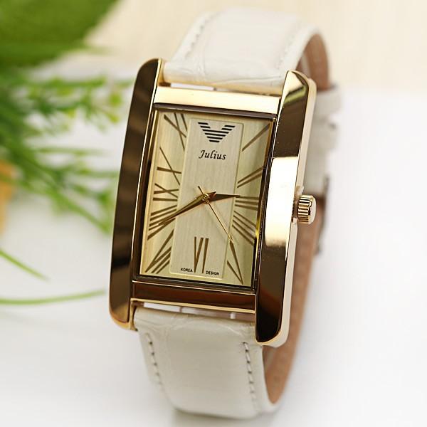 Наручные часы adriatica a часы пришли в обычном сером пакете и внутри тоже как оказалось часы без коробочки, а в пакетике, но меня это сильно расстроило главное, что после получения часы меня не разочаровали.
