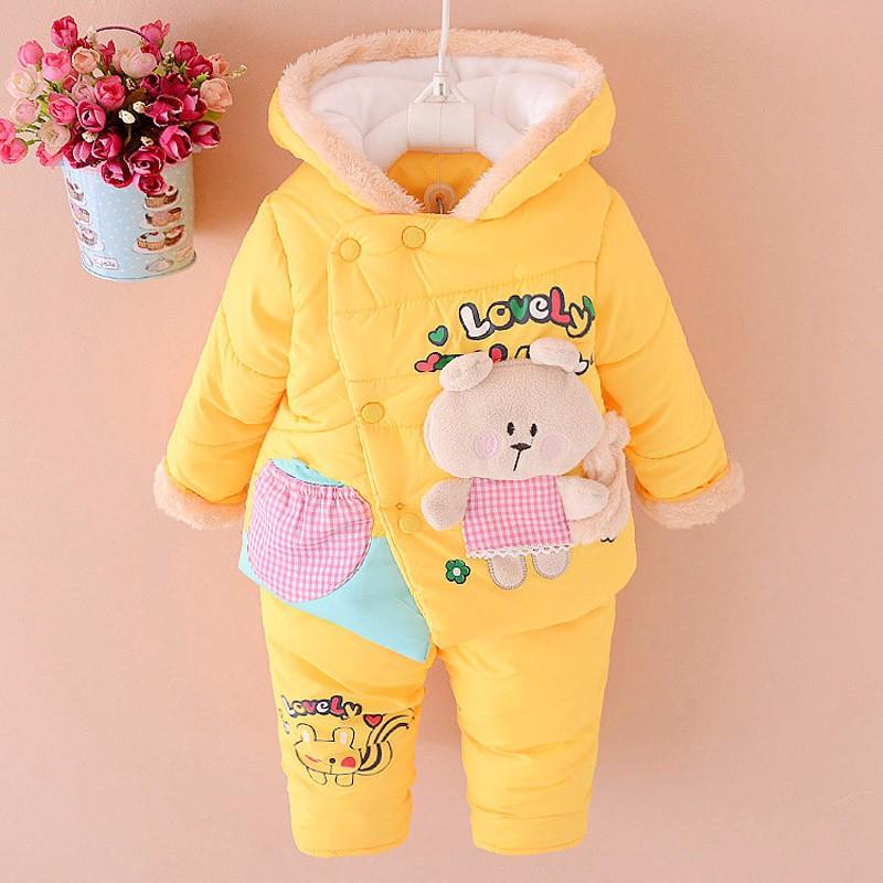 Скидки на НОВЫЕ Новорожденных девочек одежда Зимняя мода dot пальто Толщиной Теплое Пальто + Брюки Теплые Верхняя Одежда Куртки хлопка детская Одежда Наборы