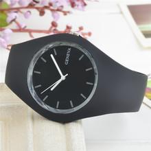 Nuevo 2015 ginebra goma ocio reloj de cuarzo, diseño simple. mujeres, hombres y los niños. son adecuados. envío gratis