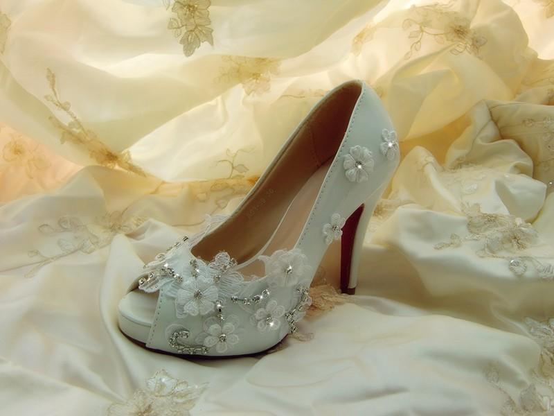 Elegant lady Crystal Peep Toe Dress Shoes High Heel White Flower Wedding Shoes Fashion Women Evening Party Prom shoes