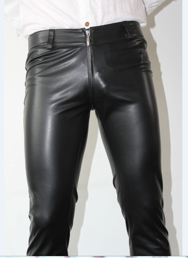 I am pleased to highlight that male leather pants are making a come back with a nice modern style twist. Leather pants are a great item to wear for fall and winter. They look sleek and can truly be a wardrobe staple if styled the right way.