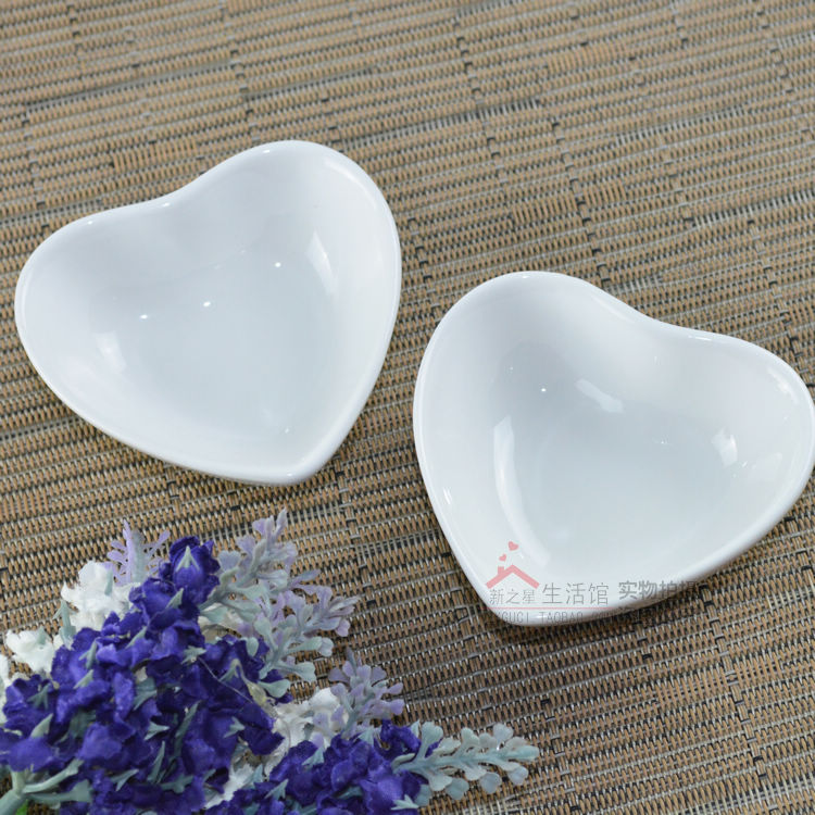 Tableware tyranids white ceramic spices flavored dish sauce vinegar small dish love heart shaped dish(China (Mainland))