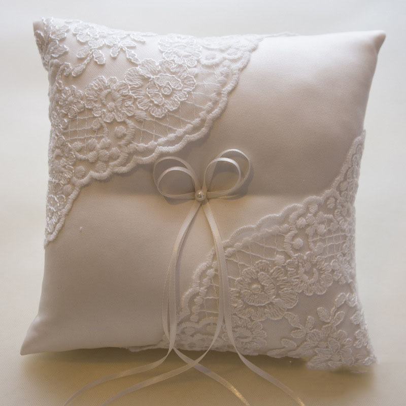 Event Party Supplies Romantic Wedding Ring Pillow Lace Flower Embroideried Silk Bride Ring Pillow Beige Color 21*21cm(China (Mainland))