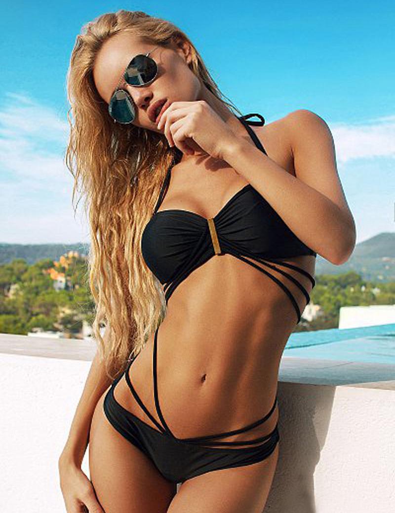 Girls in sexy bikini pics