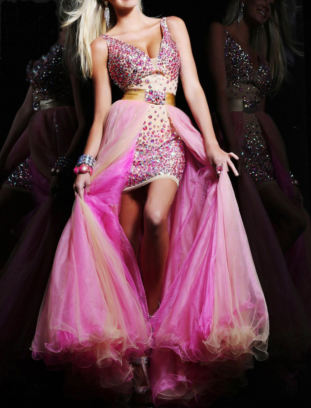 Розовое платье со стразами