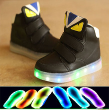 New 2017 European fashion lighted baby boots Cute Lip girls boys high quality baby shoes Cool Funny kids sneakers(China (Mainland))