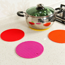 16cm Colorful and Multi-Purpose Non-Slip Silicone Insulation Mat For Home Use(China (Mainland))
