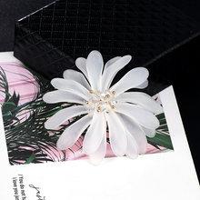 Baiduqiandu di Fascino Del Fiore Spilla Spille Moda Corpetto Spille Gioielli Da Sposa Sciarpa di Stoffa Spilli Romantico Vestito Delle Donne Accessori(China)
