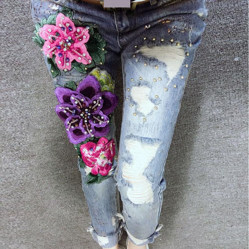 Белая вышивка на джинсах 364