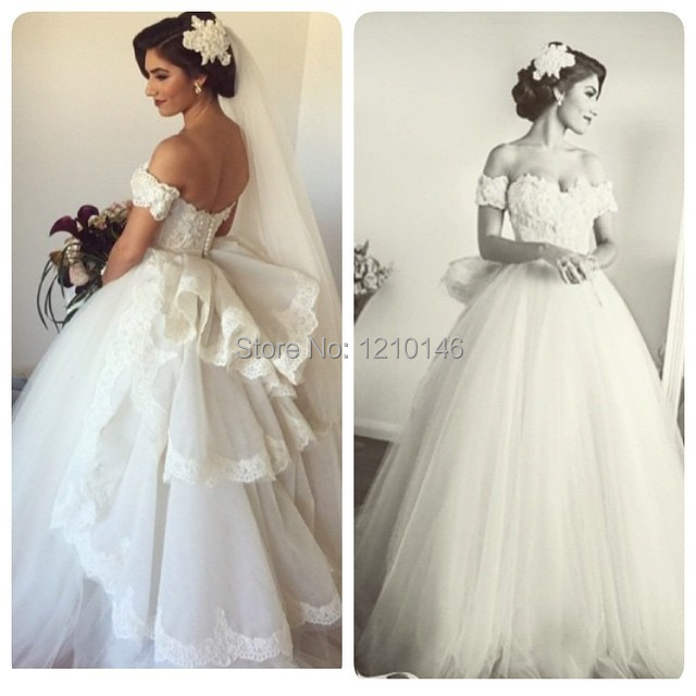 Ball Gown Wedding Dresses Off Shoulder Sleeves : Charming sweetheart off shoulder lace applique ball gown